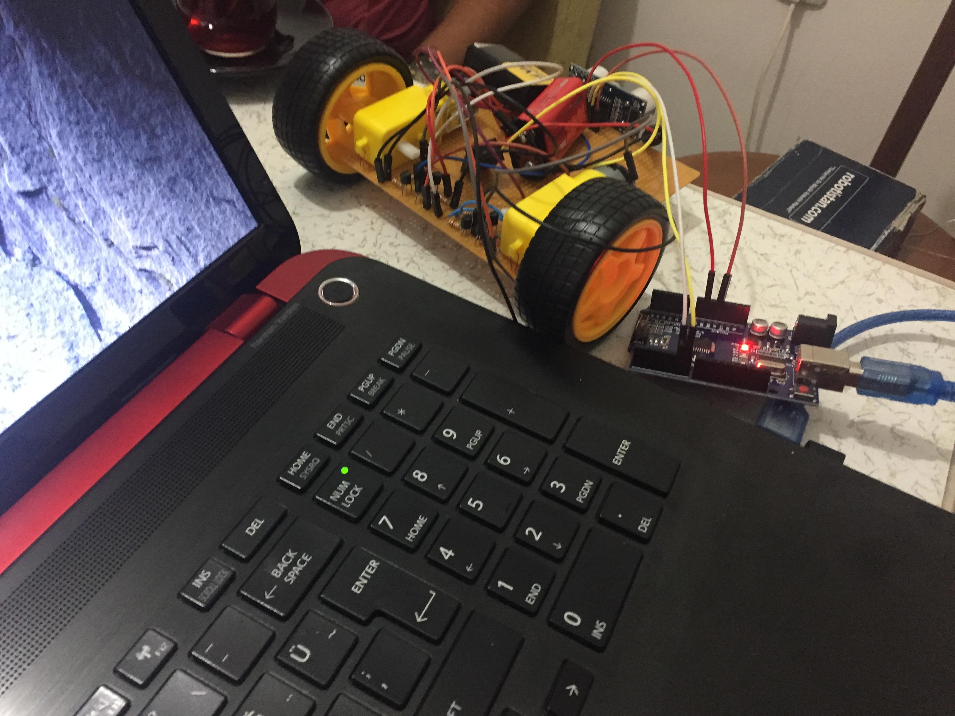 HAREKET TAKİP EDİP ENGELDEN KAÇAN ROBOT